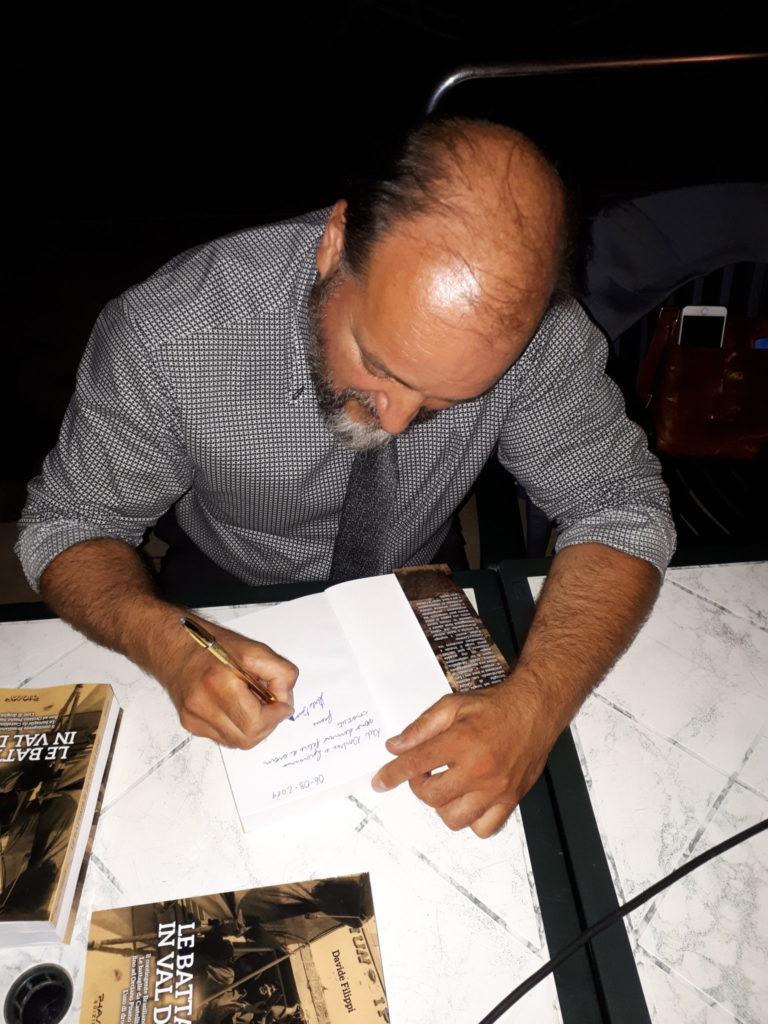 Davide Filippi al firma libro