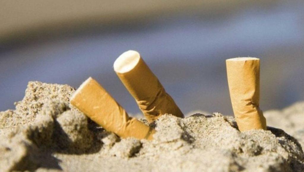 Sigarette sula spiaggia