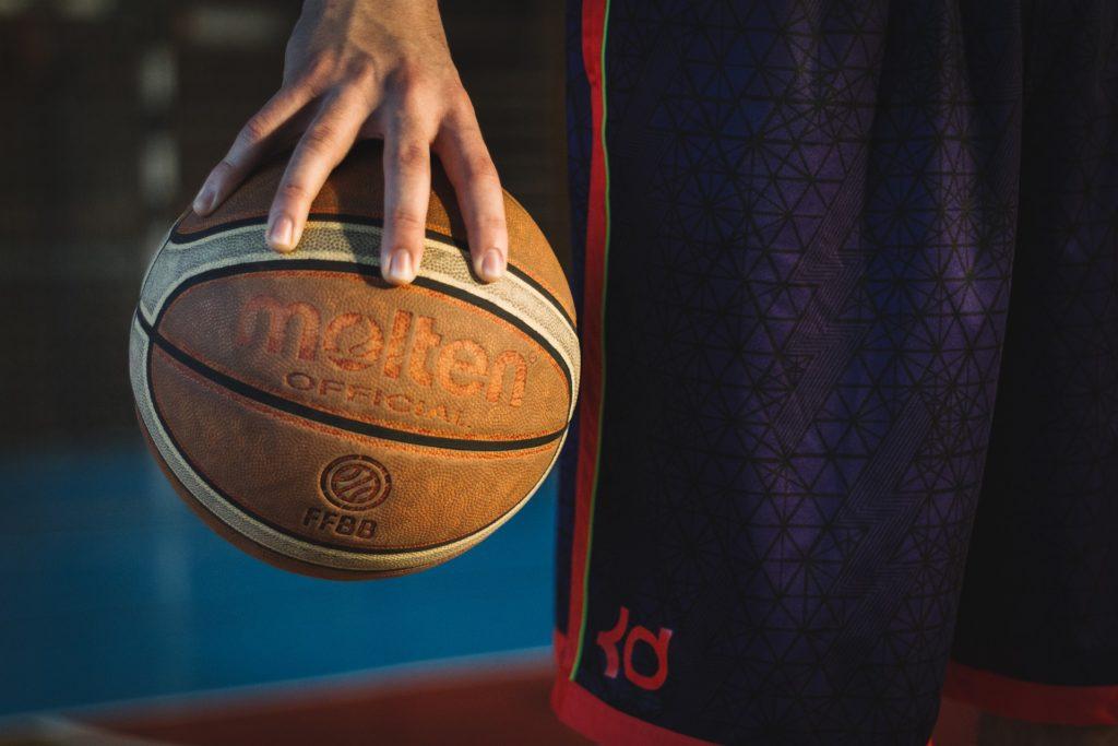 Palla basket giocatore