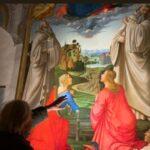 Sgarbi davanti al quadro delle Martiri Attinia e Greciana